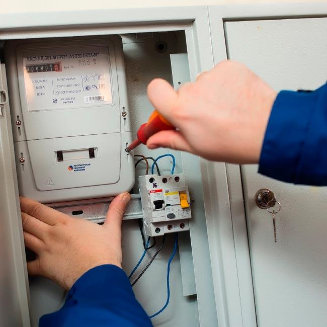 Кто может заменить счетчик электроэнергии в квартире